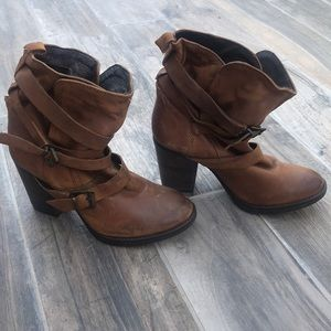 Never worn Steve Madden Yale boots
